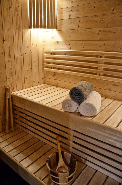 Sauna, attività fisica e alimentazione sana fanno parte della disintossicazione.